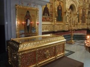 рака с мощами о.Андроника в Свято-Троицком кафедральном соборе г.Магадана